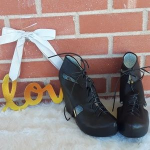 NEW Matiko leather wedge lace-up booties size 10